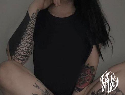 chick, tattoo , blackwork, girlswhittattoos, girls, supreme, tattooart